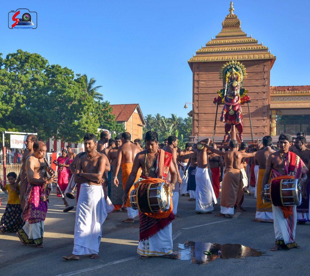 யாழ்ப்பாணம்-நல்லூர் கந்தனின் மானம்பூ உற்சவம் (புகைப்படத் தொகுப்பு) 3