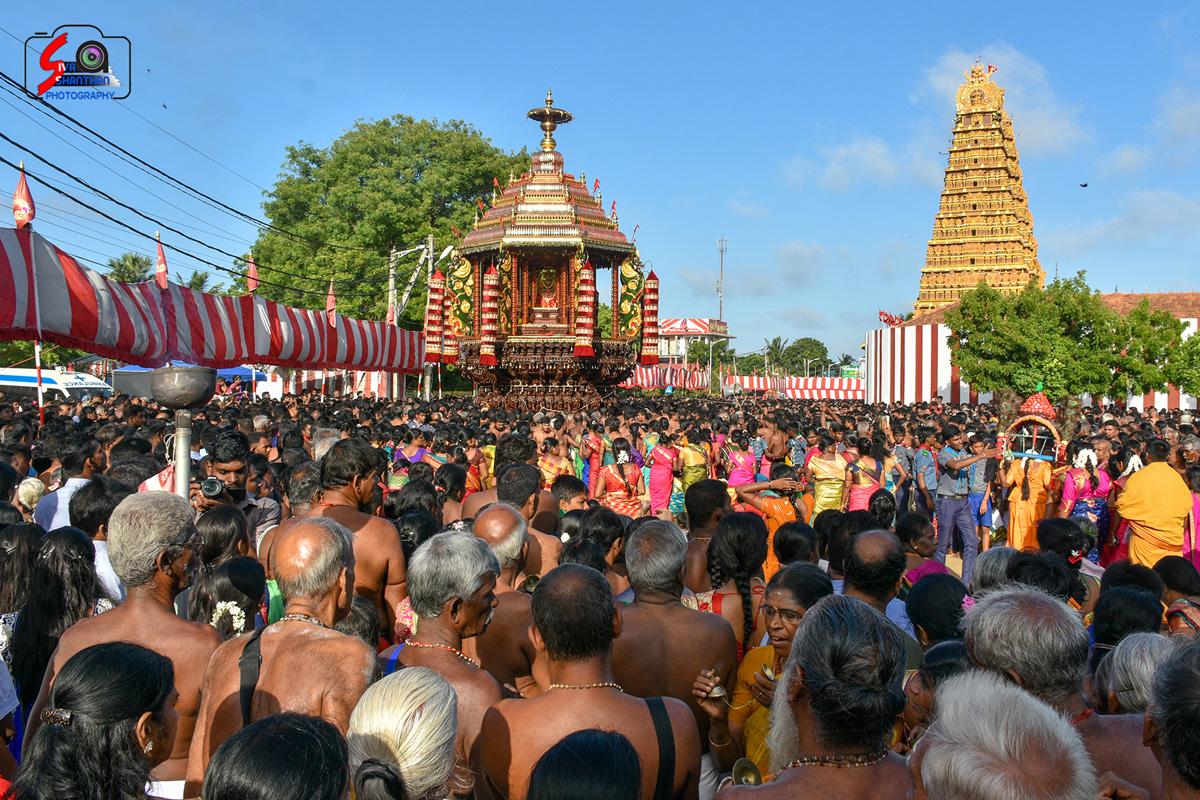 யாழ்ப்பாணம் – நல்லூர் கந்தசுவாமி கோவில் தேர்த்திருவிழா - படங்கள் மற்றும் வீடியோ 11