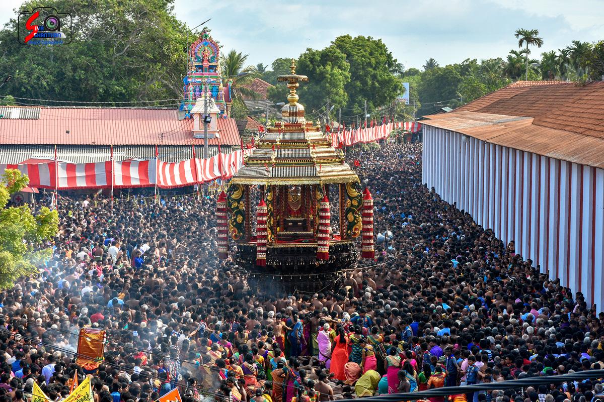யாழ்ப்பாணம் – நல்லூர் கந்தசுவாமி கோவில் தேர்த்திருவிழா - படங்கள் மற்றும் வீடியோ 14