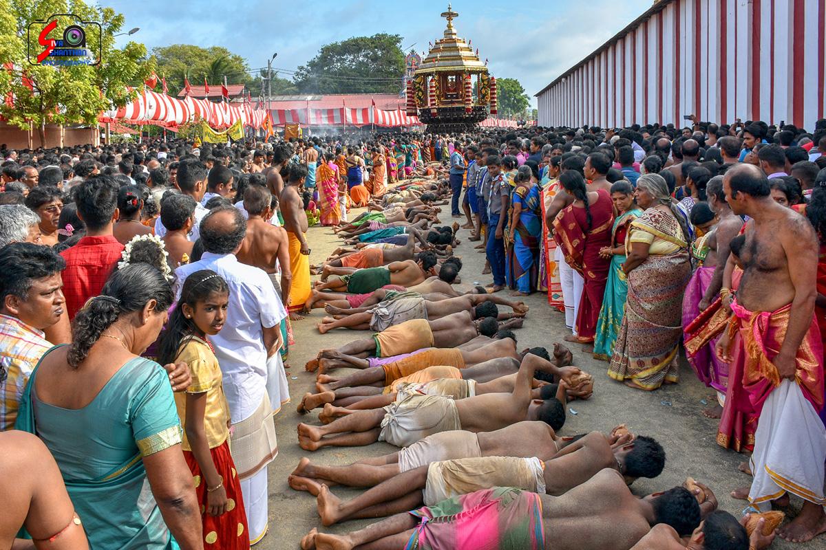 யாழ்ப்பாணம் – நல்லூர் கந்தசுவாமி கோவில் தேர்த்திருவிழா - படங்கள் மற்றும் வீடியோ 15