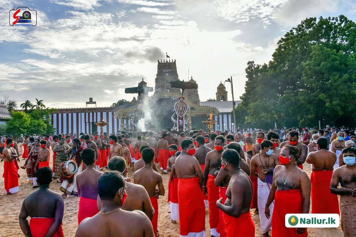 நல்லூர் கந்தசுவாமி கோவில் 1ம் திருவிழா (படங்கள்) 16