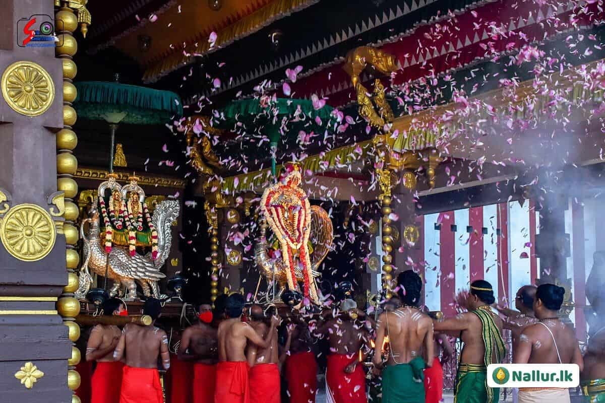 நல்லூர் கந்தசுவாமி கோவில் 1ம் திருவிழா (படங்கள்) 19