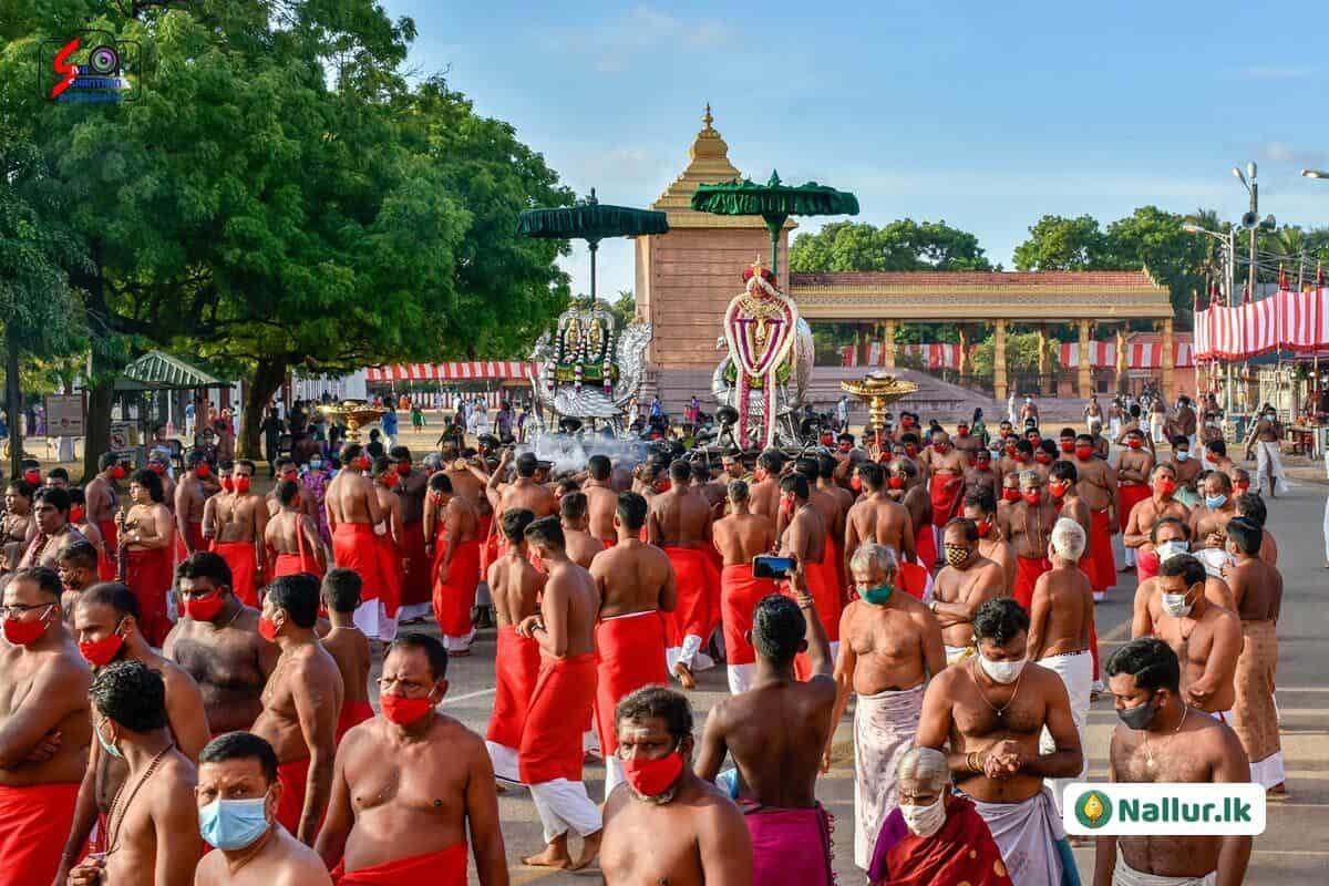 நல்லூர் கந்தசுவாமி கோவில் 1ம் திருவிழா (படங்கள்) 3